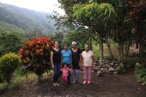 Lorena (Lore), Grace, Mutter der beiden und Grace Sohn